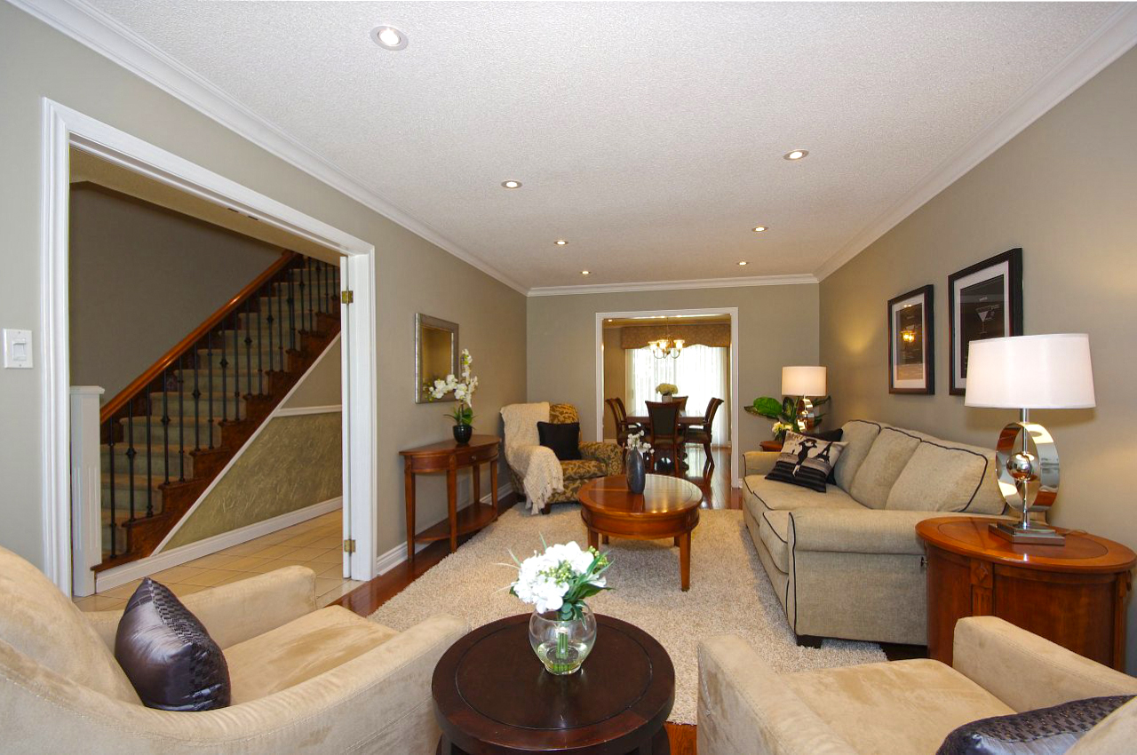 Living Room of House for Sale in Mississauga