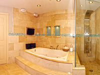Master Bathroom of Home for Sale in Vaughan