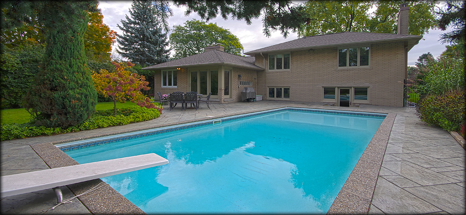 Virtual tour of homes with backyard pool Mississauga Ontario