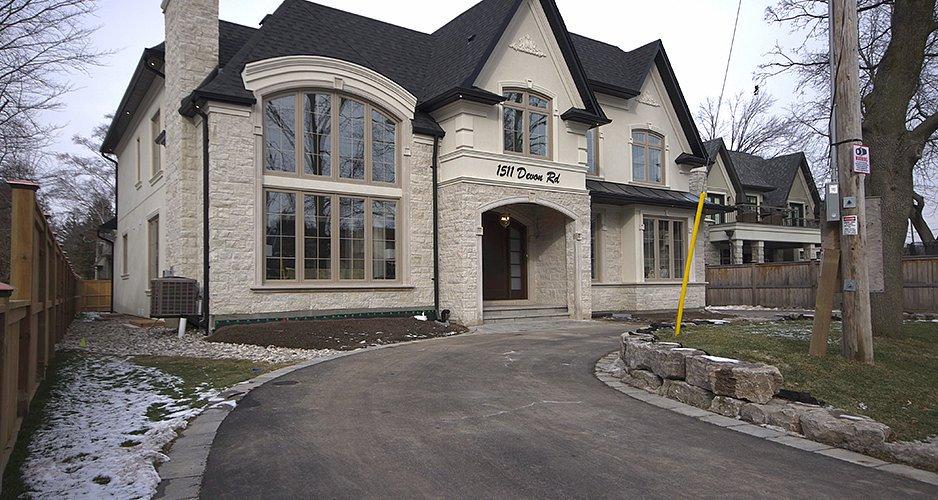 Detached Luxury House For Sale In East Lake Area Oakville: 1511 Devon Rd,  Oakville, ON L6J 2M6